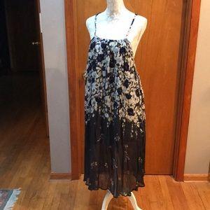 NWOT Anthropologie Lilka maxi dress. Size M